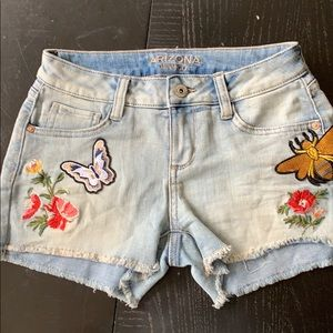 Patch and embroidered denim shorts 1 jean bees